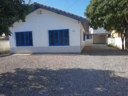Oportunidade - Alugo  uma casa no bairro Barra do Aririú.