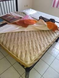 Sofás, colchão e mesa muito barato