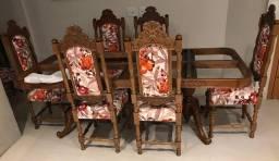 Cadeira rústica e mesa sem tampo