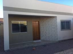 /. Casa de 02 dormitórios e estrutura para um segundo piso!