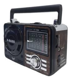 Rádio FM/AM com Pen drive e lanterna
