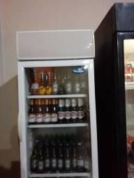 Vendo expositor com cervejas long nek