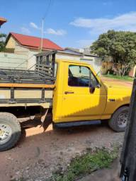 Vendo camionete f 1000  na cor amarela motor mwm carro muito  bom