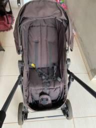 Carrinho de bebê rosa, semi novo