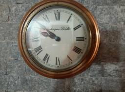 Relógio antigo de estação ferroviária
