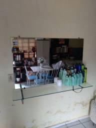Bancada com espelho e cadeira hidráulica