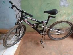 Bicicleta siminova toda no rolamento