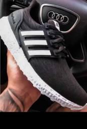 Tênis Adidas.