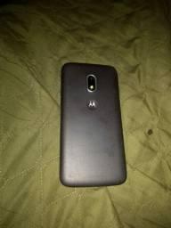 Um celular semi novo