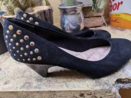 Sapato de salto moleca