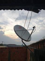 Antena em boas condições com os cabos