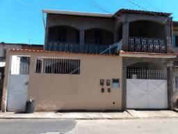 Aluga-se uma casa, com 3 quartos, no Bairro Açude II, para um casal
