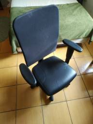 Cadeira pra escritório e computador