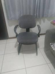 Cadeira executiva tipo poltrona cinza