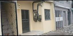 Alugo uma Casa na rua Duque de Caxias Centro R$:1.200+Caução