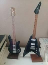 Miniatura de Guitarra e Baixo