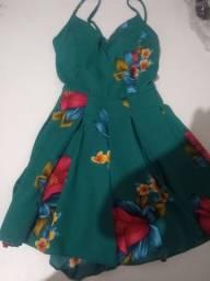 vendo um vestido e uma macaquinha.