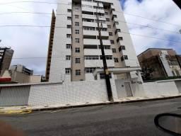 Apto 3 Quartos, Duas Suítes, WC social, Armários, DCE, duas vagas, Nascente, Elevador