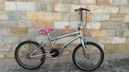 Bicicleta cromada aro 20 menia ou menina