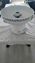 uma máquina de algodão doce amarela ou branca