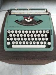 Máquina de escrever Olivetto LET TERA 82