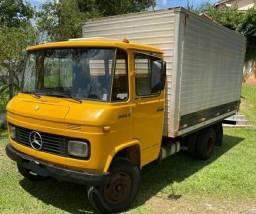 Mercedes 608d Baú Parcelo em até 40x sem juros.