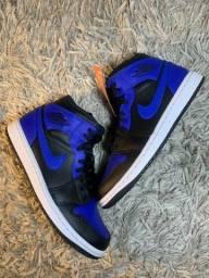 Air Jordan 1 mid Royal toe
