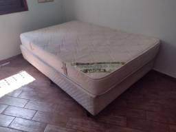 Cama box com colchão.