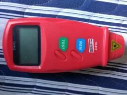 Tacômetro digital portátil