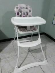 Cadeira de alimentação para criança.