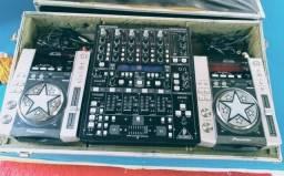 CDJ 200 + Mixer Behringer profissional e digital DDM 400 + CASE