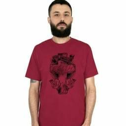 Camisetas em diferentes estampas
