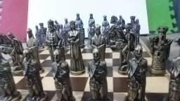 Jogo de xadrez medieval  grande em metal  14 cm