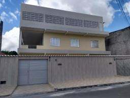 Aluga-se casa térrea no centro de Dias d'Ávila - BA
