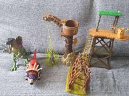 Lote de brinquedos de dinossauros