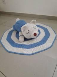 Tapete em crochê mais urso dorminhoco quarto de bebê