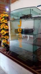 Vendo tribuna de vidro e cadeiras *