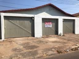 Casa com barracão para alugar bem Localizada