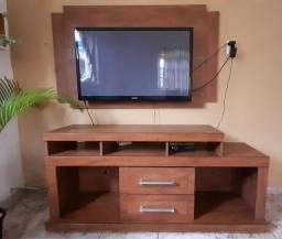 Rack e painel de TV.