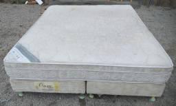 Ótima cama box de casal queen size, com colchão de molas Bonnel, com frete grátis.