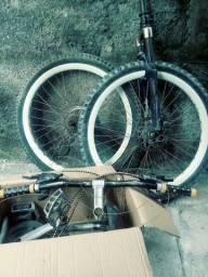 Pessa de bicicleta semi nova aro 26