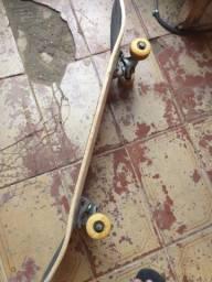 Vendo skate montado completo usado por 4 meses