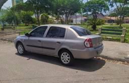 Renault Clio em ótimo estado / 4 Portas / Tr. e Vidro Elétrico / Air bag / Alarme / +Som