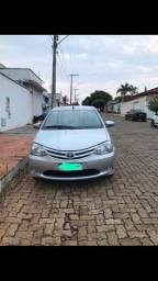 Carro Etios Toyota