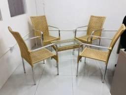 Conjunto de mesa e cadeiras de aluminio