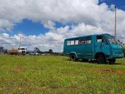 Micro ônibus Agrale 1600