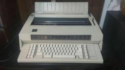 Máquina datilografia elétrica.