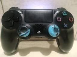 Controle de PS4 com detalhes
