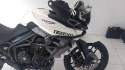 Vendo moto Triumph Tiger xrxl ano 2017