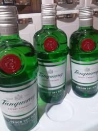 Três garrafas de Gin